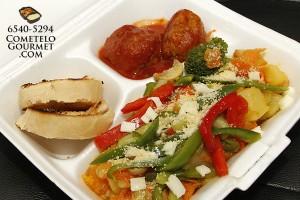 Albondiga y vegetales salteados - Cometelo Gourmet